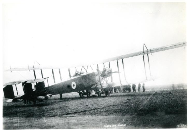 Photo, nd 17, Handley Page.