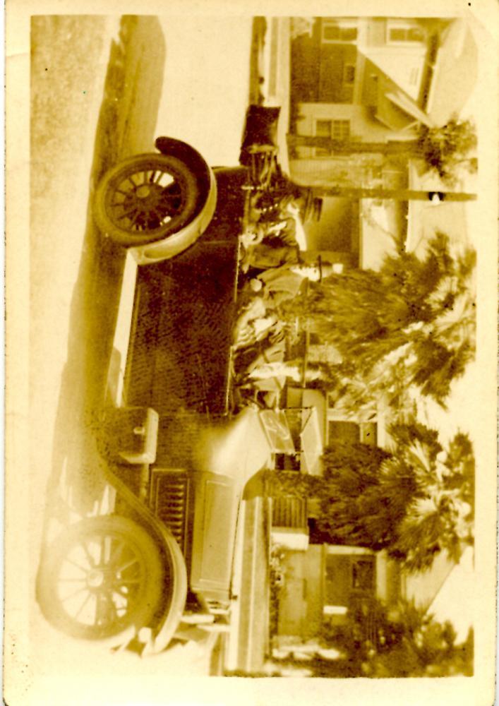 Automobile, front